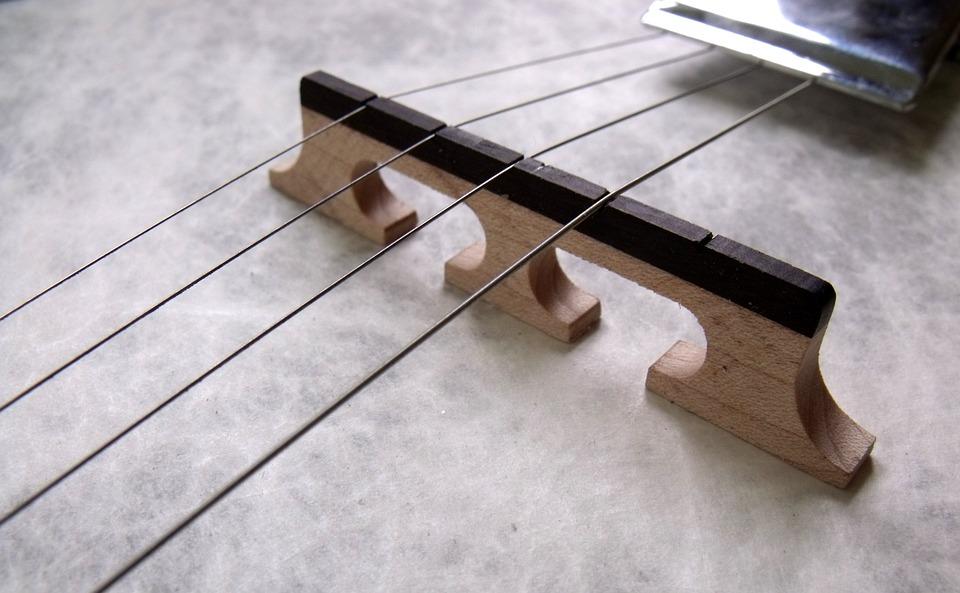 Zoom sur des cordes de violon