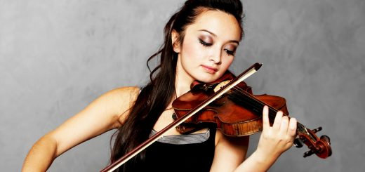 musicienne joue du violon